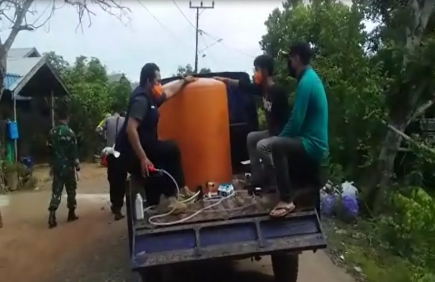 Semprot Disinfektan Dengan menggunakan mobil pick-up