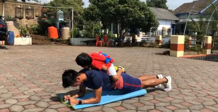 Bayu Pradana melakukan latihan pribadi