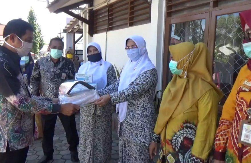 BKKBN serahkan bantuan fasilitas kesehatan