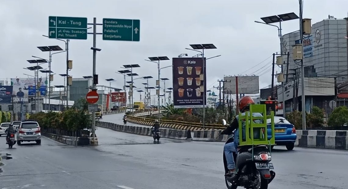 suasana jalan kota Banjarmasin