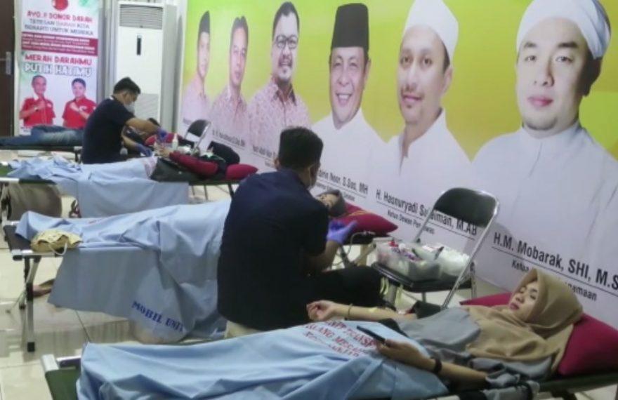 pengurus Kerukunan Keluarga Bakumpai ikut mendonorkan darah
