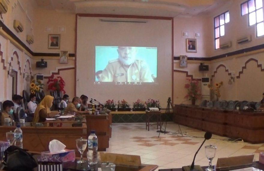 camat Pulau Sembilan, melakukan video confrence