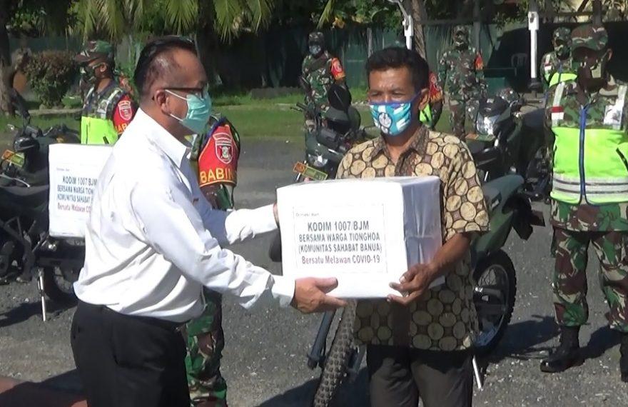 Komunitas Sahabat Banua dan Kodim 1007 Banjarmasin bagikan sembako