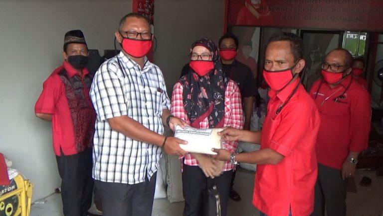 PDIP Banjarmasin Salurkan 1,5 Ton Beras dari Yayasan H. Maming 69
