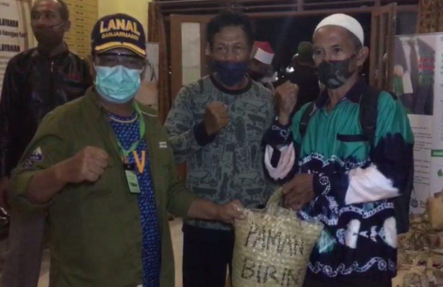 Paman Birin Salurkan Sembako di Kecamatan Aranio