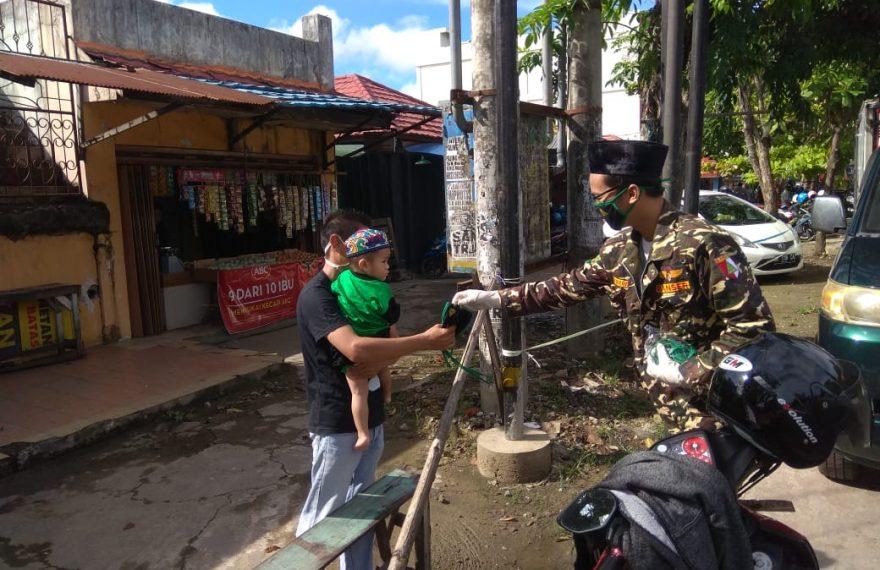 Satkorcab Banser Kota Banjarmasin Bagikan masker