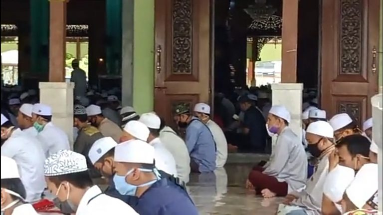 Masjid Jami Diserbu Jemaah
