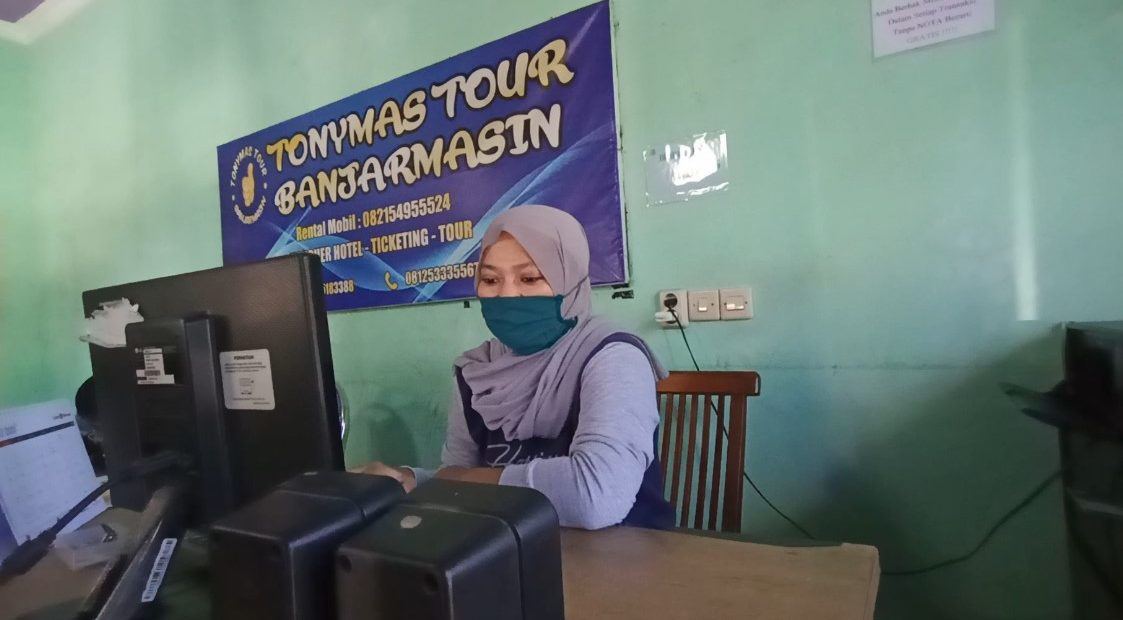 Norhidayah, karyawan travel