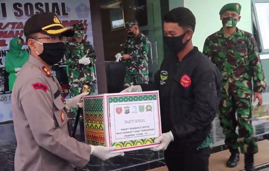 penyerahan Bansos untuk warga