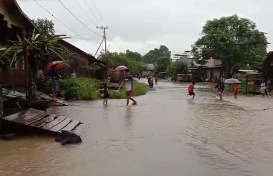 Banjir merendam ruas jalan Desa Geronggang