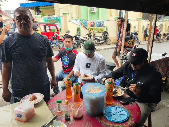 H Daus saat makan bersama Damkar