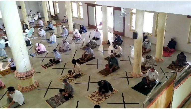 Pelaksanaan Ibadah Sholat Jumat di Mesjid Jami At-Taqwa Batulicin Penuhi Standar Protokol Kesehatan