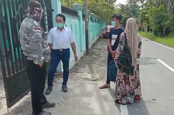Orangtua Siswa Mendatangi sekolah