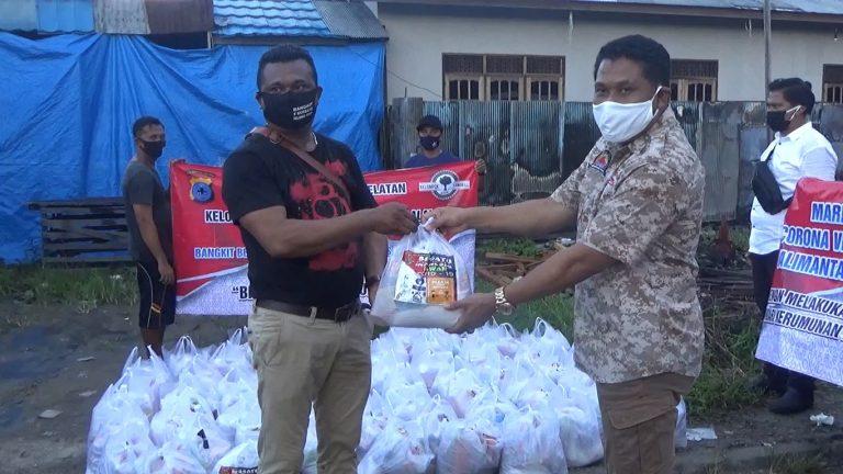 Polda Kalsel Bagikan 300 Paket Sembako ke Buruh Kayu