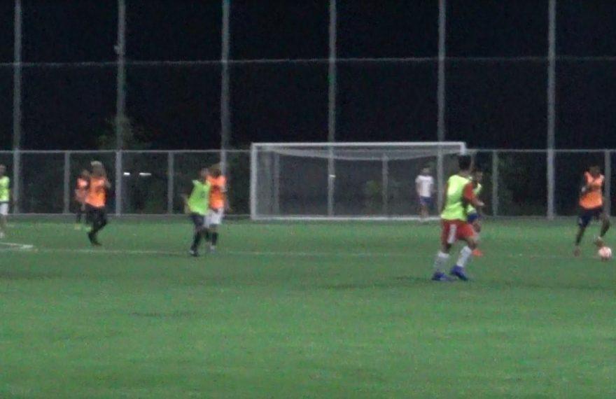 Rian latihan Bermain Sepak Bola kembali