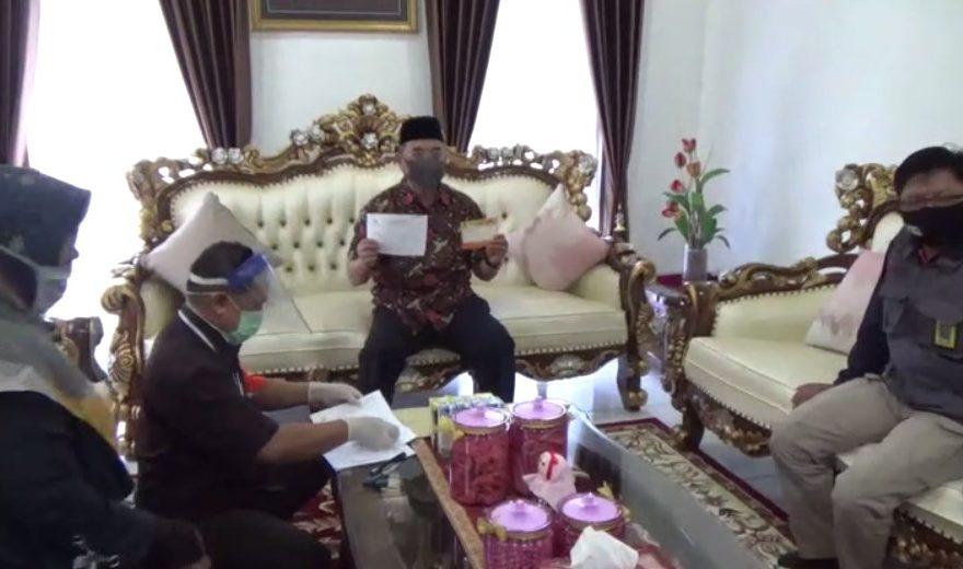 KPU HSS Sambangi Kediaman Bupati Achmad Fikry Untuk Melakukan Coklit