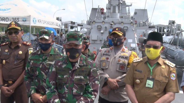 Kapal Perang Bawa Bantuan Alkes Singgah di Kotabaru
