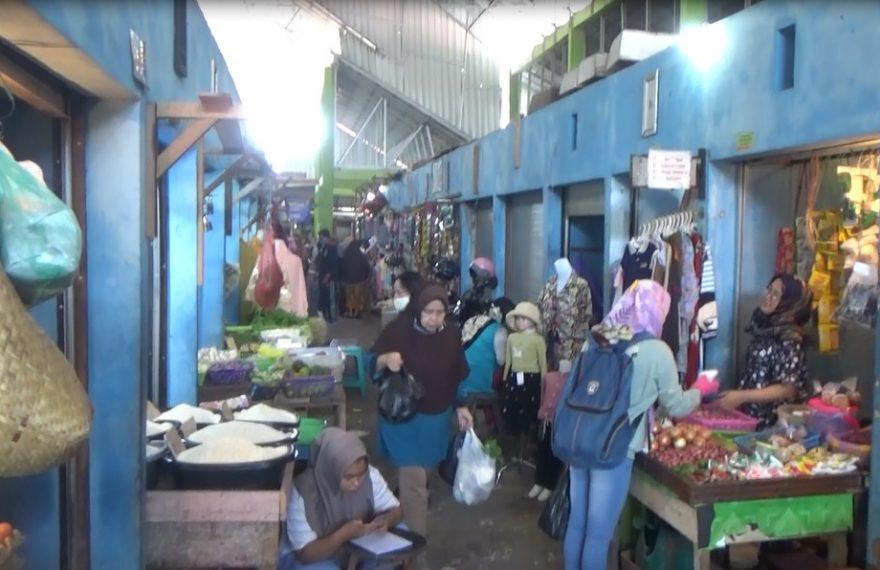 Kebanyakan Penjual dipasar tidak menggunakan masker