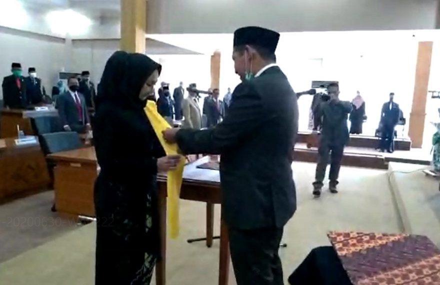 Liana dilantik oleh Ketua DPRD Banjarbaru, M Fadliansyah
