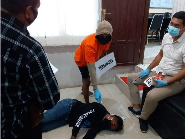 Rekonstruksi pembunuhan terhadap Hasanuddin