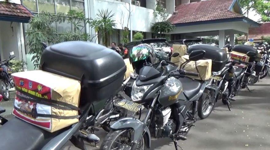 TNI-Polri Bagikan Paket Sembako