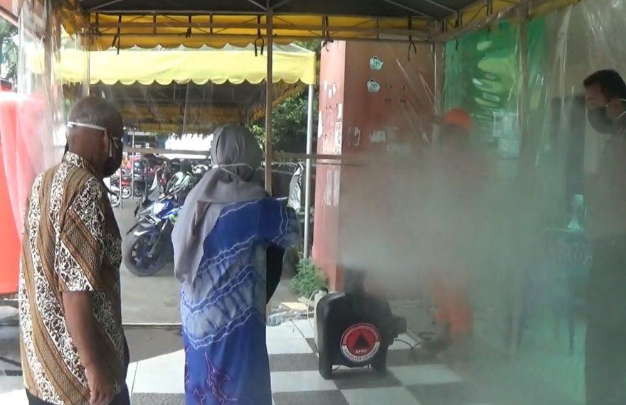 penyemprotan cairan disinfektan