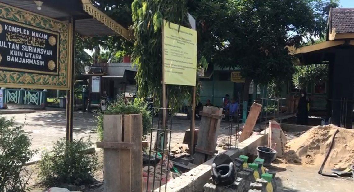 pembangunan pagar di komplek Makam Sultan Suriansyah