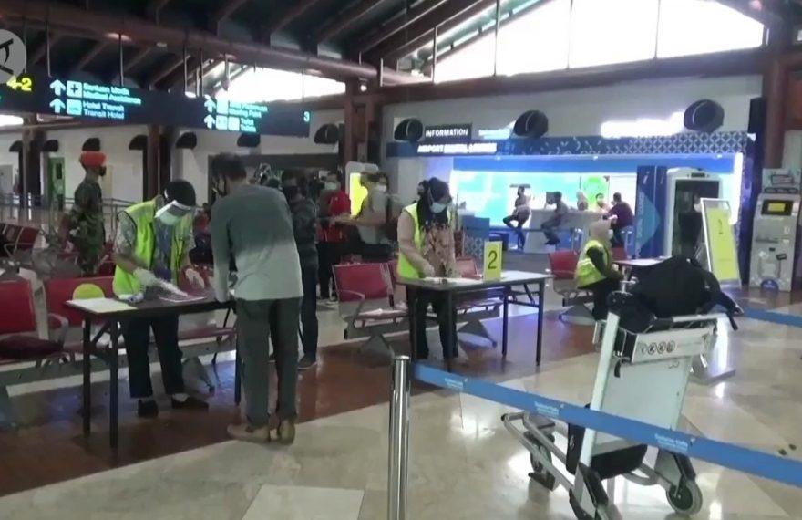 pemeriksaan berkas di Bandara Soekarno-Hatta