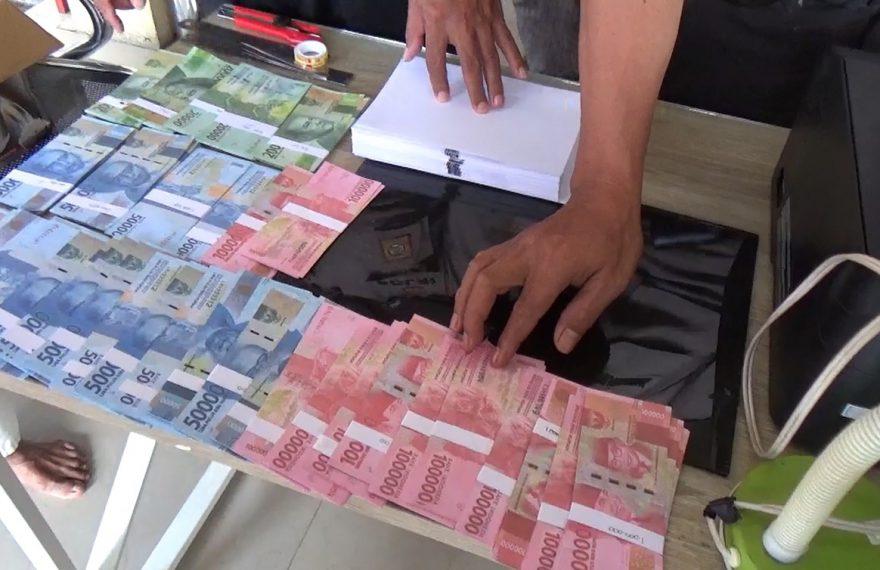uang palsu yang berhasil dijadikan barang bukti