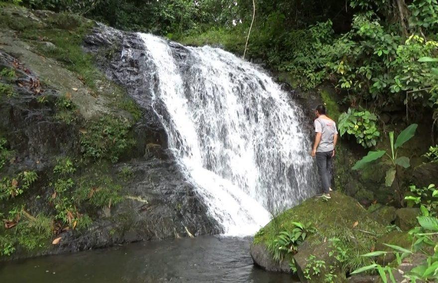 Air Terjun Malanghit yang berada di desa Ulang