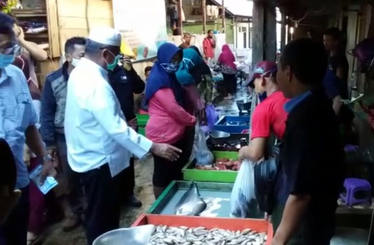 Martinus Blusukan ke Pasar