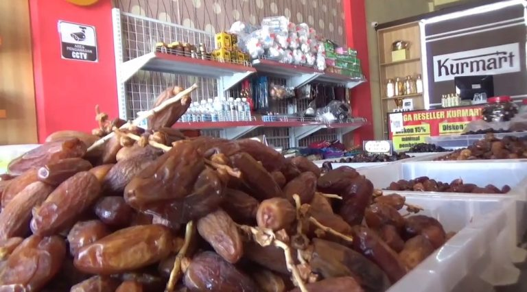 Penjualan toko oleh- oleh haji sepi
