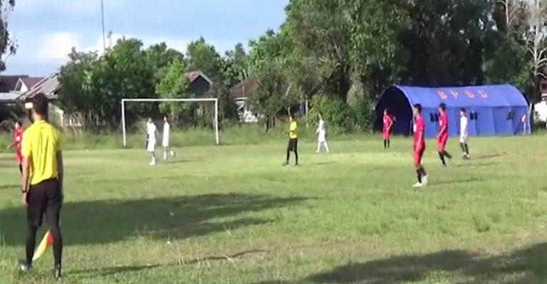 Pertandingan persahabatan antara Bati-Bati Selection melawan CMN FC