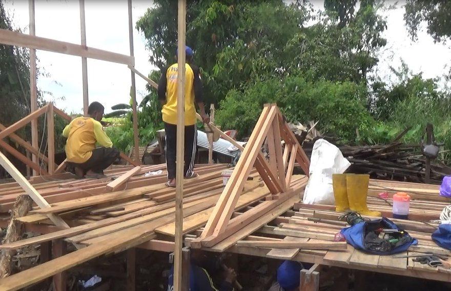 Proses Renovasi Rumah Nur Asiah