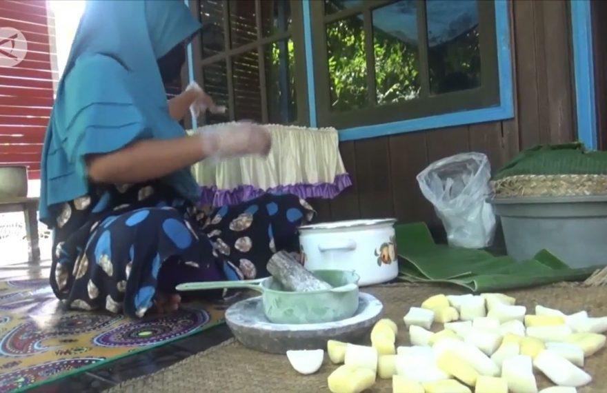 Tapai Amsterdam sudah dikenal oleh masyarakat di Kalimantan, pembuatannya bukan berasal dari negara Belanda, namun di ambil dari nama desa Mambulau, kecamatan Kapuas Timur
