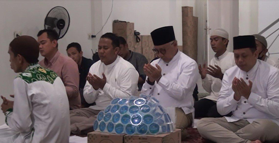Haris-Ilham sholat hajat bersama