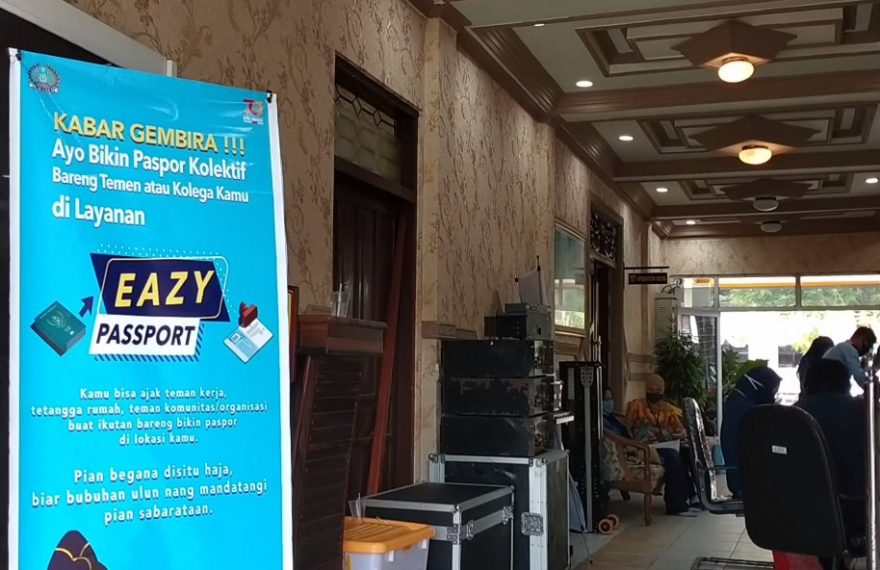 Kantor Imigrasi Batulicin mengadakan pelayanan paspor kolektif di kantor Bupati Kotabaru