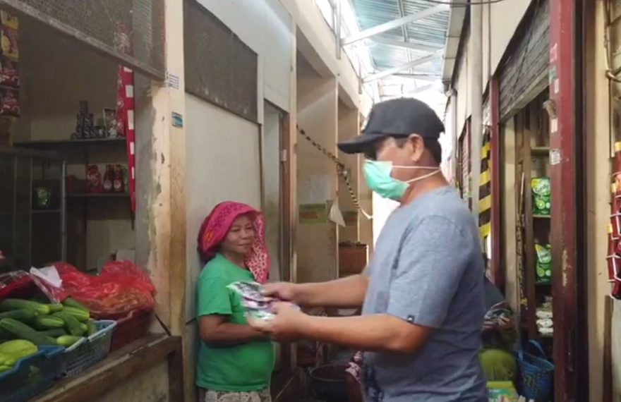 Paman Birin Bagikan Masker ke Pasar-pasar
