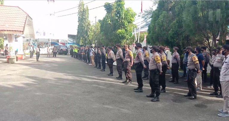 Ratusan kepolisian ikut serta menjaga keamanan di Sekretariat KPU Provinsi Kalsel