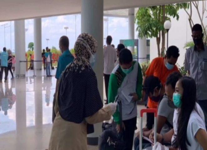 Swab Penumpang di Bandara Ditunda