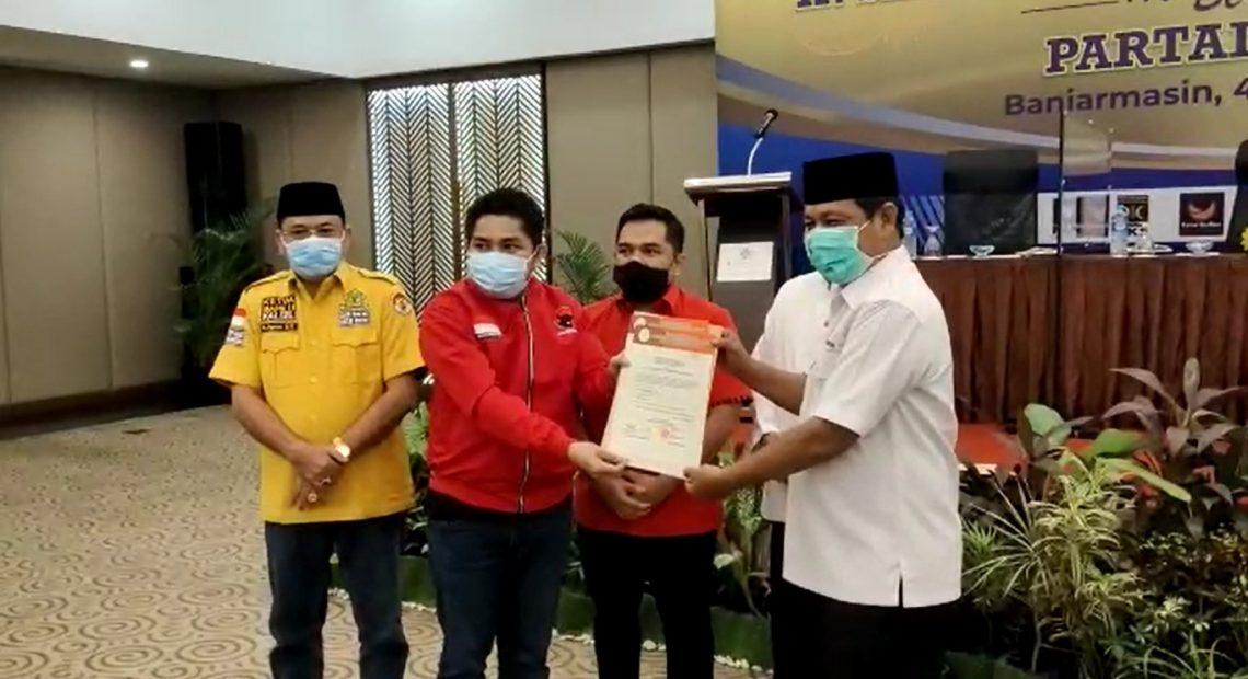 Penyerahan SK dari DPW PDIP Kalsel kebada bacalon petahana H Sahbirin Noor