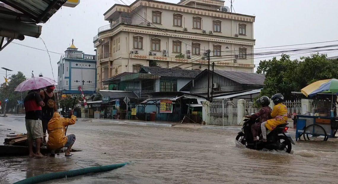 jalanan banjir