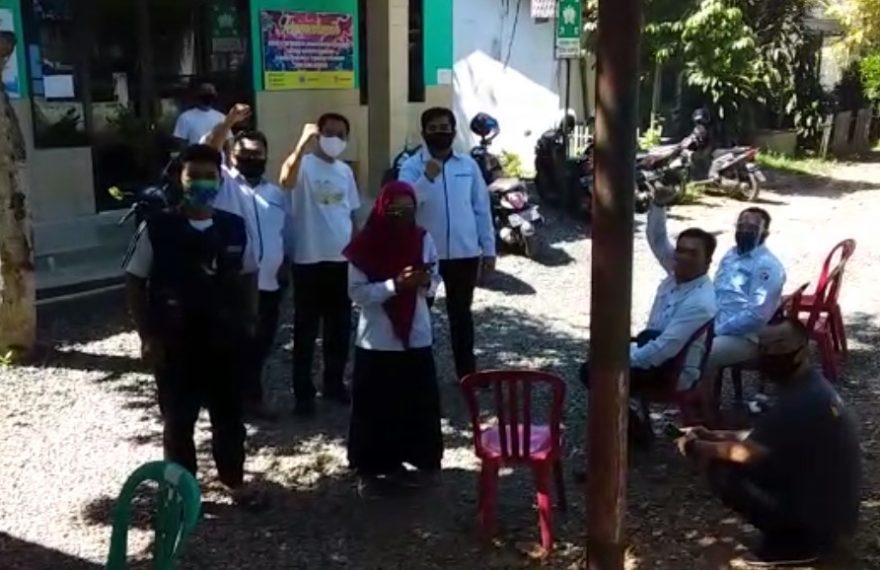 komisioner dan staff Bawaslu Kabupaten Banjar Lakukan Swab Test