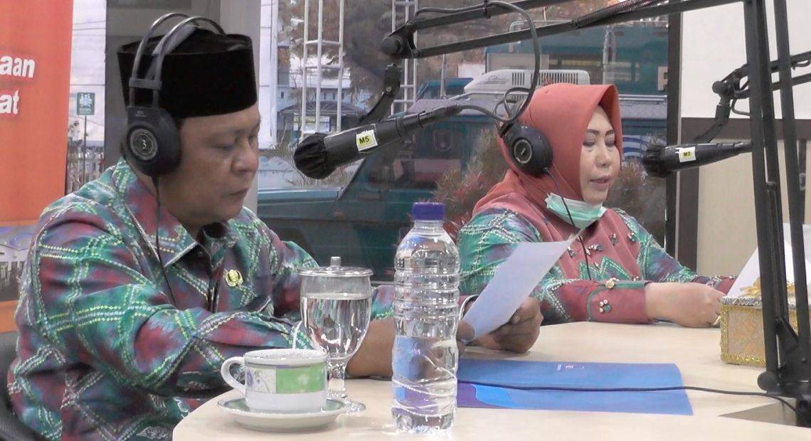 Paman Birin dan Acil Odah siaran radio di RRI Banjarmasin
