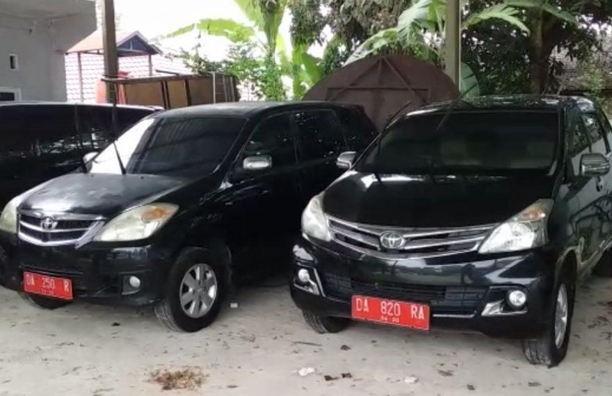penarikan dua unit mobil dinas bernomor polisi DA 820 RA dan 250 R