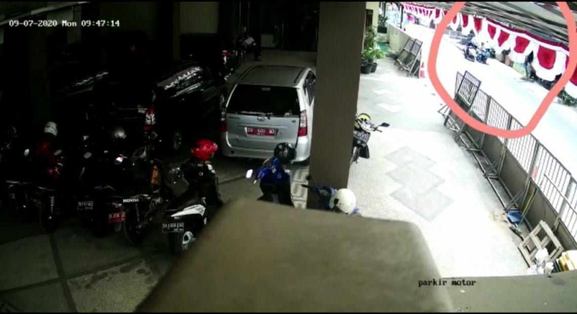 penjambretan terekam CCTV