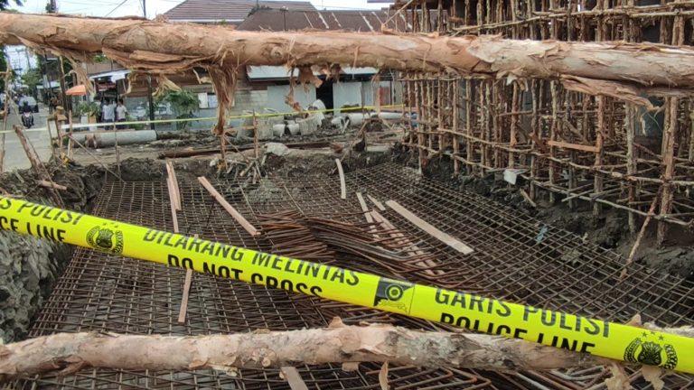 Besi Pondasi Jembatan HKSN Ambruk, 5 Pekerja Dilarikan Rumah Sakit