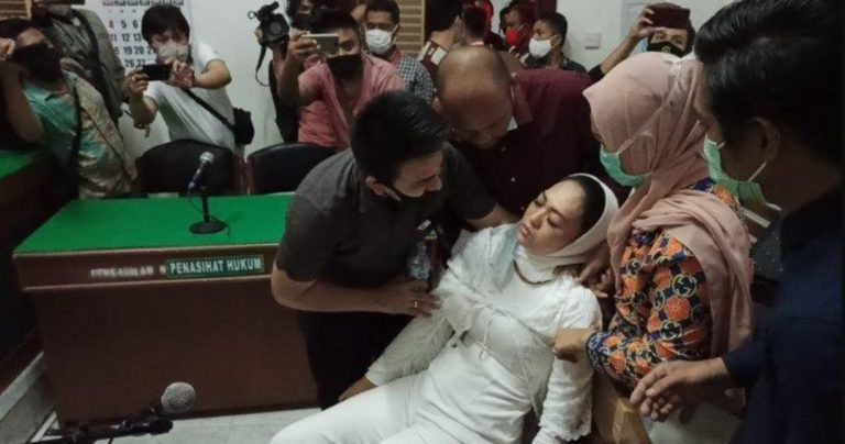 Penagih Utang 'Bu Kombes' Pingsan Divonis Bebas