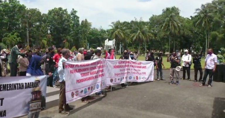 Aksi Demo di Halaman Kantor Bupati Tala