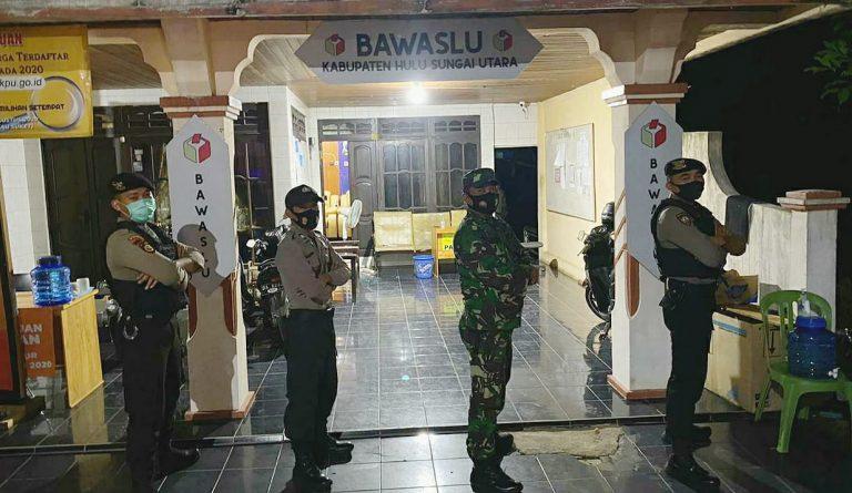 Kompak, TNI-Polri Di HSU Patroli Bersama Pantau Kantor KPU, Panwaslu dan Gudang Logistik Pemilu